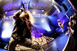 Konkurrence: Steel Panther i Vega