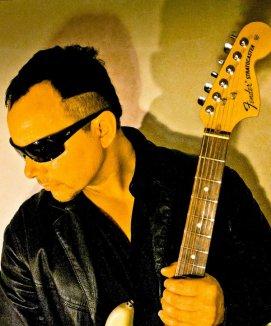 Hank Shermann spiller med Volbeat