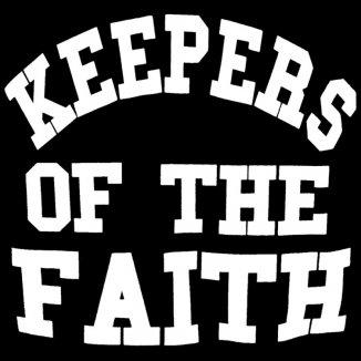 Holder troen i live