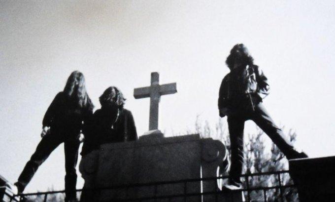 Briller Af Stål: Døden og demoet